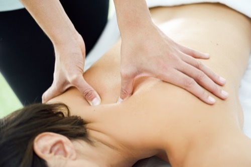 Physiotherapeut bei der Massage