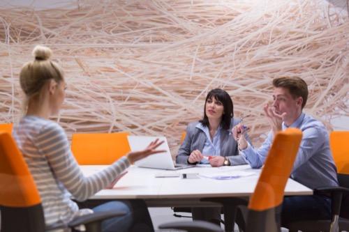 Innovationsmanager und Team im Meeting